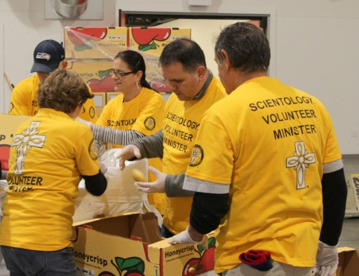 Seattle Volunteer Ministers Brighten Holidays for Those in Need