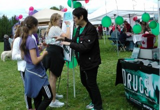 Vancouver Scientologists educate children and teens on what drugs are and what they do and encourage them to pledge to live drug-free.