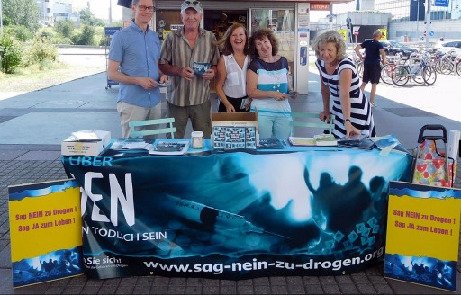 Viennese Anti-Drug Volunteers Support U.N. Convention on the Rights of the Child