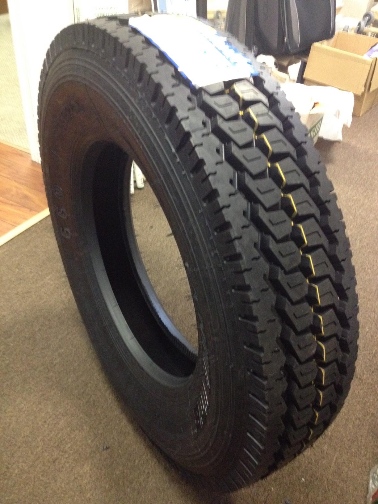 road warrior tires  global leader   tire industry  truck loader  bobcat skid